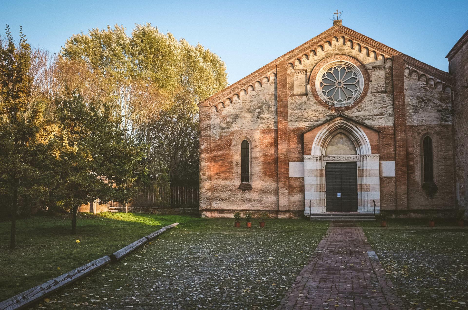 esterno della chiesa di Santa Maria del Gradaro