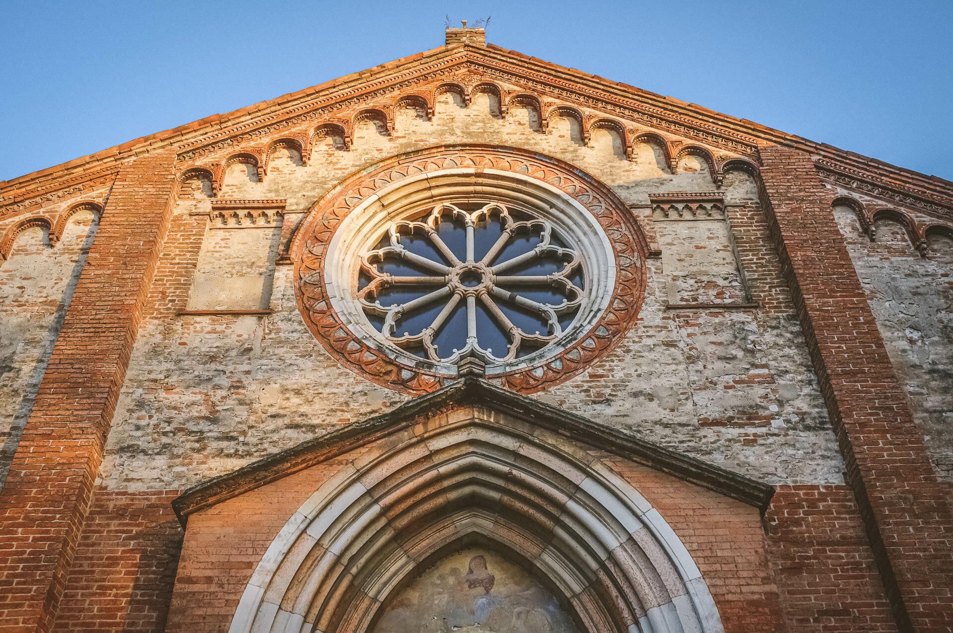 particolare del rosone della chiesa di Santa Maria del Gradaro